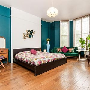 Boutique Style Large Room In Victorian Conversion photos Exterior