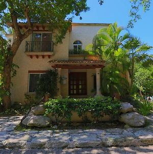 All In One Villa! Location, Beach, Nature, Privacy, Security, Shopping photos Exterior
