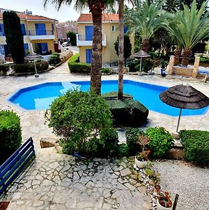 2 Bedroom Townhouse On Very Popular Complex With Pool View photos Exterior