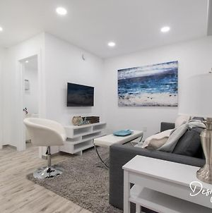 Stylish 1 Bedroom Apt With A Master Suite Unit# 1 photos Exterior