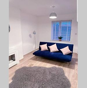 Stylish 3 Bed House + Free Parking + Great Location photos Exterior