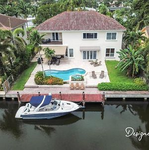 Gorgeous 5 Bedroom Home W/Heated Pool Canal Front photos Exterior