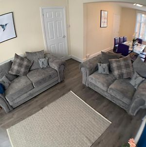 Contractors! Large Lounge, 3 Bedrooms Sleeps 6 All With Netflix Tv'S, Fast Wifi photos Exterior