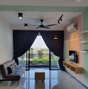 Family & Group Superb Pool View Pg Sentral 8Pax photos Exterior