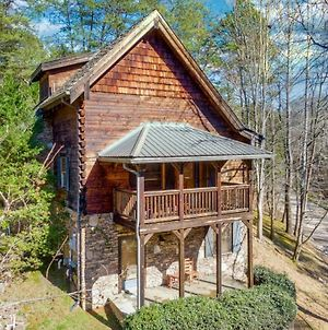 Custom Cabin: Hot Tub, Resort Pool, Arcade Games, And 2 Miles From The Island! photos Exterior