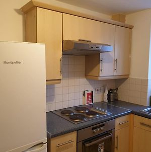 2 Bed Apartment B70 Off M6 With Free Parking photos Exterior