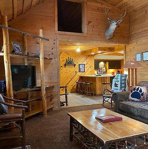 Little Bear Cabin-Upper Canyon Refrigerated Air, Hot Tub,Wifi,Cable photos Exterior