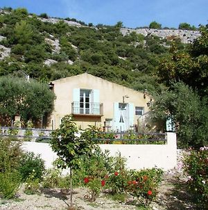 Lovely Holiday Home In Saint Saturnin Les Apt With Swimming Pool photos Room