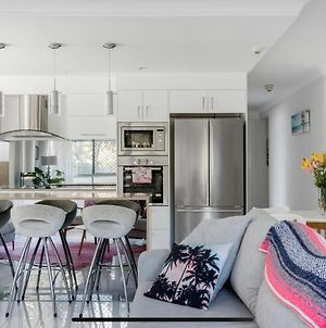 Stunning Burleigh Beach Apartment photos Exterior