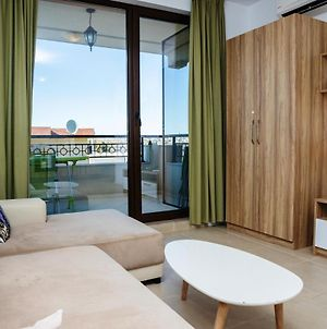 Green Life One-Bedroom Apartment With Sea View photos Exterior