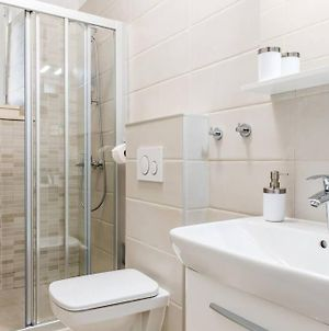 Renovated 2 Bedroom Apartment 5 Min To The Oldtown photos Exterior