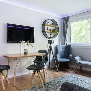 City Centre Stylish Apartment With Free Parking photos Exterior
