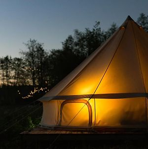 Surrey Lakes Glamping photos Exterior