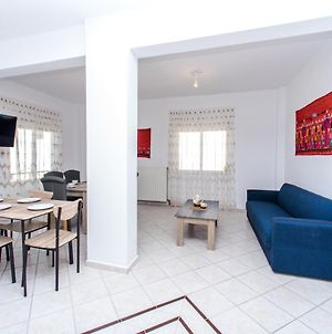 Centrally Located 2 Bedroom Apartment With Parking C photos Exterior