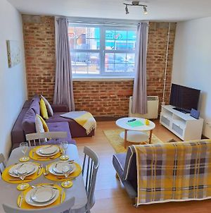 Lovely Spacious Apartment Available For Guests Parking Wifi photos Exterior