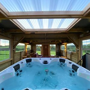 Sleeps 12 / Hot Tub / Cinema / Pets Welcome photos Exterior