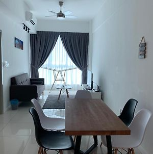 Flypod - Blue Sky Apartment 4-5Pax , Sutera Avenue photos Exterior
