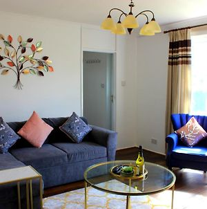 Dwellers Delight Luxury Stay Serviced Accommodation, Chigwell, 3 Bedroom House, Upto 7 Guests, Free Wifi & Parking photos Room