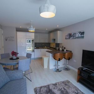Modern 2 Bedroom Flat With 2 Ensuite Bathrooms In Bristol For Up To 4 People photos Exterior