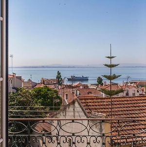 Amazing River View In Historical Lisbon photos Exterior