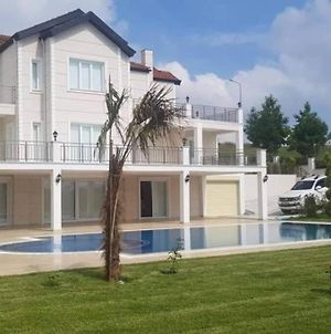 Magnificient White Villa! Private Pool And Garden! Professional Team! photos Exterior