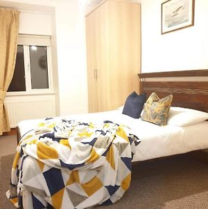 Cosy Double Room, 15Minutes From Airport, 4 photos Exterior
