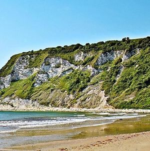 """""""Trinity"""" At Whitecliff Bay Isle Of Wight- Yarborough View 4 photos Exterior"""