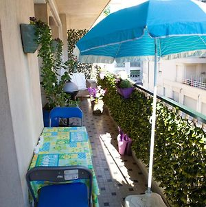 Chill Out Apartment, 2 Mins From Beach photos Exterior