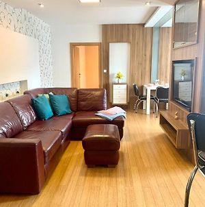 Large, New 2 Rooms Apt Near The Aiport photos Exterior