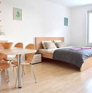 Modern Studio 8Min Away From The Airport! photos Exterior
