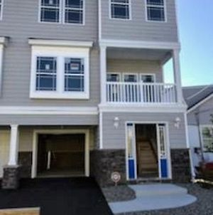 3 Blocks To The Beach! - 3 Br/2.5 Bath photos Exterior