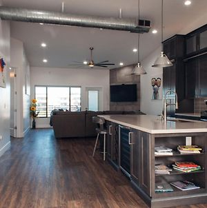 Upscale Fully Renovated Biltmore Penthouse photos Exterior