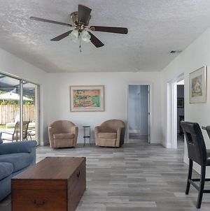 Spacious Private 5 Bedroom Home, With Heated Pool, Near Beach photos Exterior