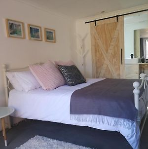 Secure, Private, Queen Room Close To Airport photos Exterior