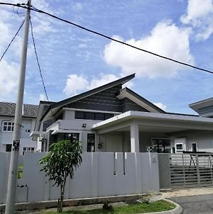 Umarharraz Homestay Melaka-Peaceful And Spacious photos Exterior
