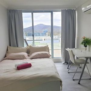 Standard Queen Room In A Douplex Apartment - In The Center Of Canberra photos Exterior