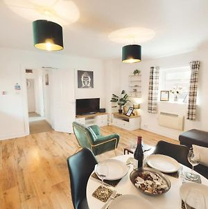 Gorgeous 2-Bed City Centre Apartment In Chester By 53 Degrees Property, Ideal For Groups & Couples - Sleeps 5 photos Exterior
