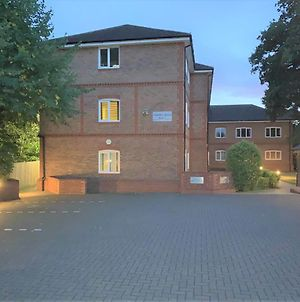 Wokingham - Large 2 Bedroom Apartment photos Exterior