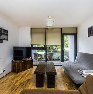 Pass The Keys - Spacious Balcony Apartment With Free Parking By Greenwich photos Exterior