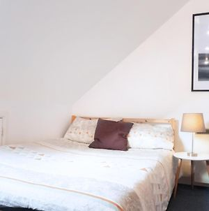 Space For Up To 10, 10 Mins From Queen St! photos Exterior
