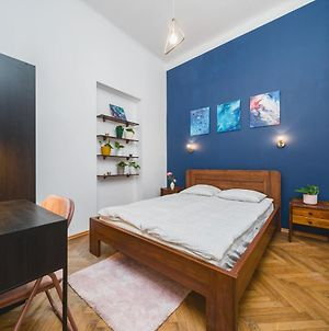 Newly Renovated 2 Bedrooms Flat Next To Main Railway Station photos Exterior
