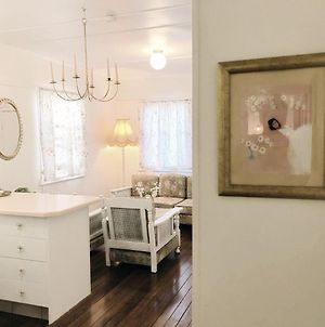Boutique Vintage Styled Unit, Metres From Beach photos Exterior