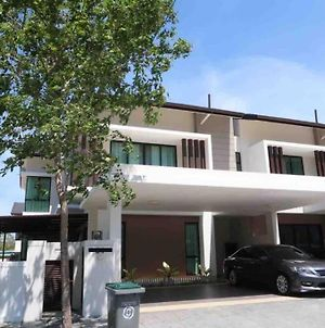 Promo Private Luxurious Nilai Vacation Home photos Exterior