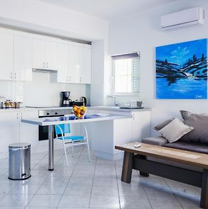 Blue & White Lux Flat, Just 50 Meters From Beach! photos Exterior