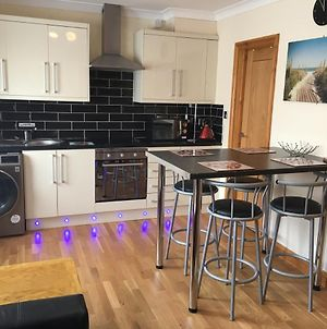 Ground Floor 2 Bed Apartment In Central Location With Private Access To 7 Miles Of Sandy Beach photos Exterior