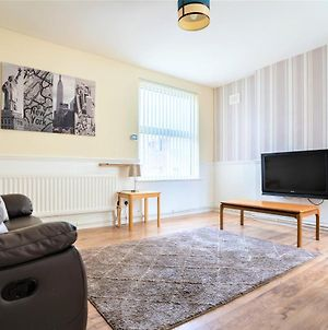 Lovely Liverpool Apartment Sleeping 3 Guests W/ Parking And Mins Walk From Train Station photos Exterior