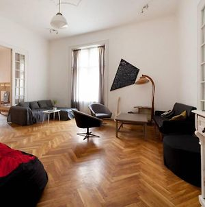 Large Central Apartment For Groups photos Exterior