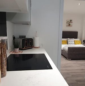 Wildly Interesting. 1 Bedroom Serviced Apartment photos Exterior