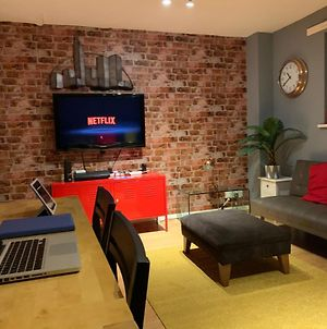 Newcross Mews 4 Bedroom 2 Bathrooms Fast Wifi Parking photos Exterior