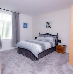 Entire House - 2 Bedroom - 3 Bed - Free Wifi - Tv photos Exterior